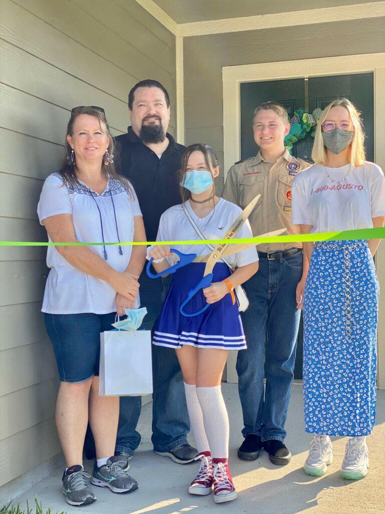 Linn Family Ribbon Cutting Vet Home Habitat for Humanity