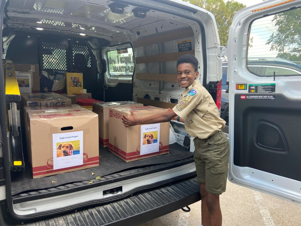 mwomc meals on wheels Montgomery County Brandon Wallace with dog food donations